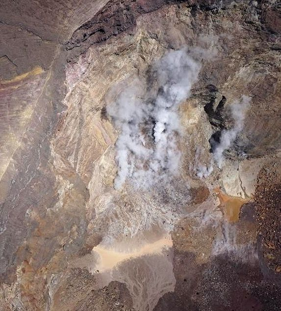 Agung - the zone of intracrateric fumaroles seen on 29.10.2017 by the drone - doc. PVMBG