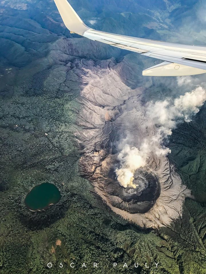 Poas - The active crater, its zone sterilized by gases, and the Laguna Botos - photo october 2017 Oscar Pauly via VSF