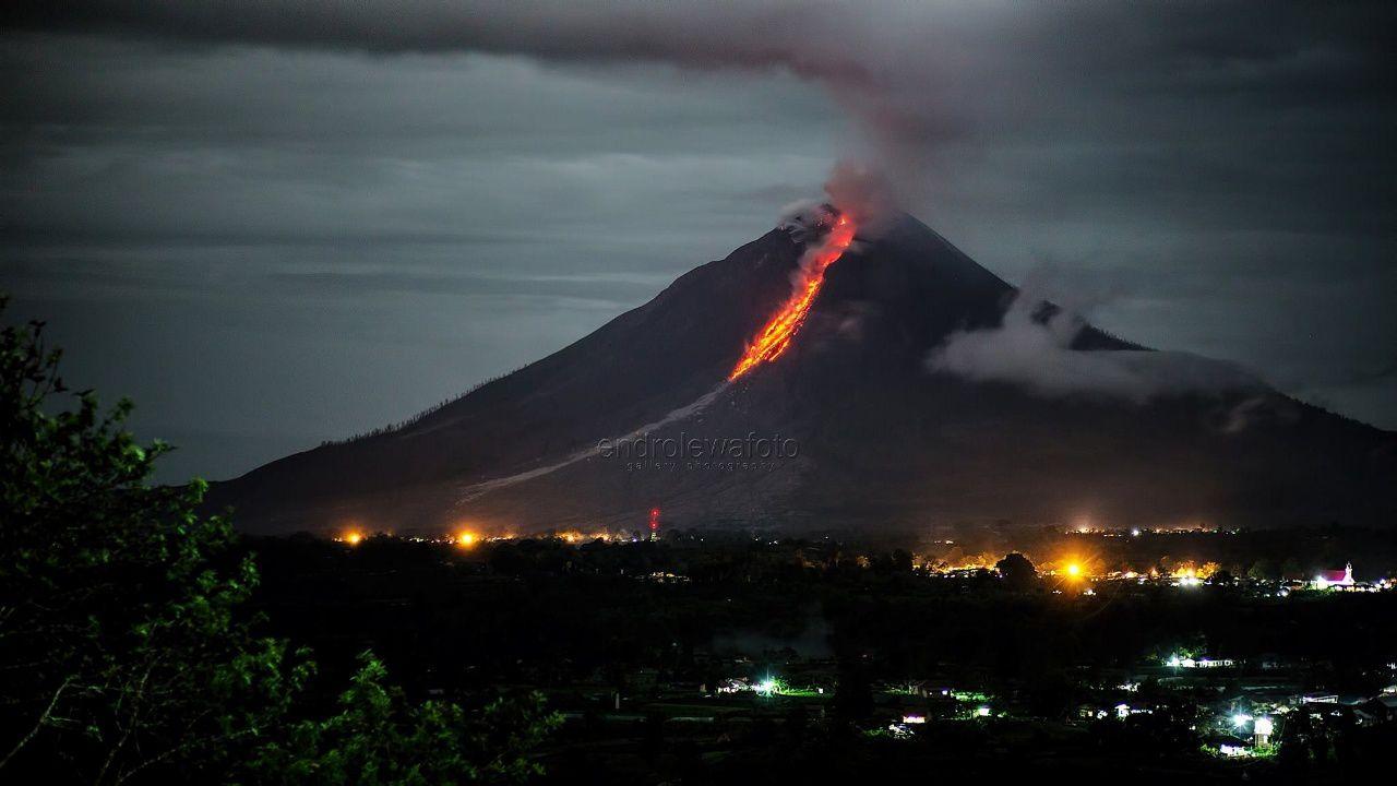 Sinabung - 30.10.2017 / 20h22 - photo Endro Lewa