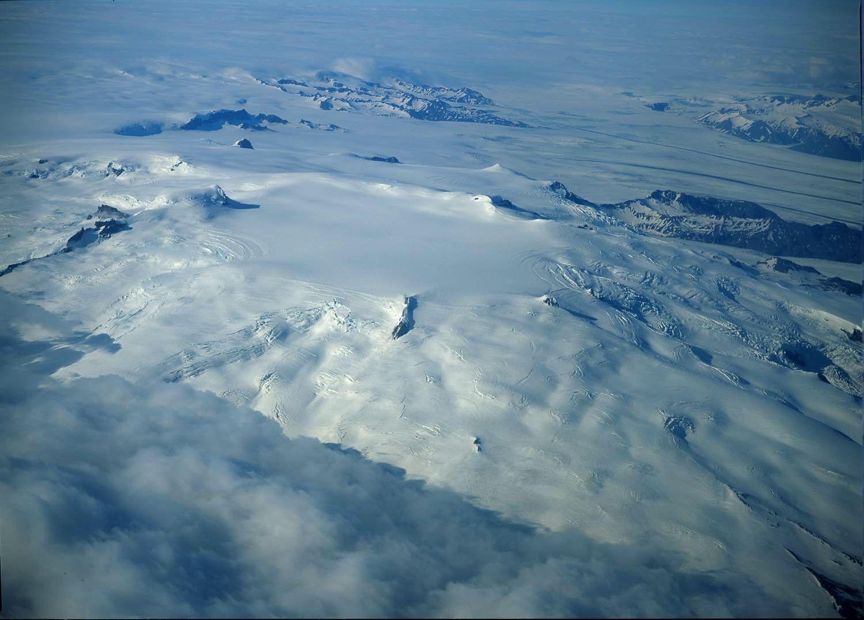 Ice-filled summit caldeira of the Oraefajökull - photo Oddur Sigurdsson / Icelandicvolcanoes.is
