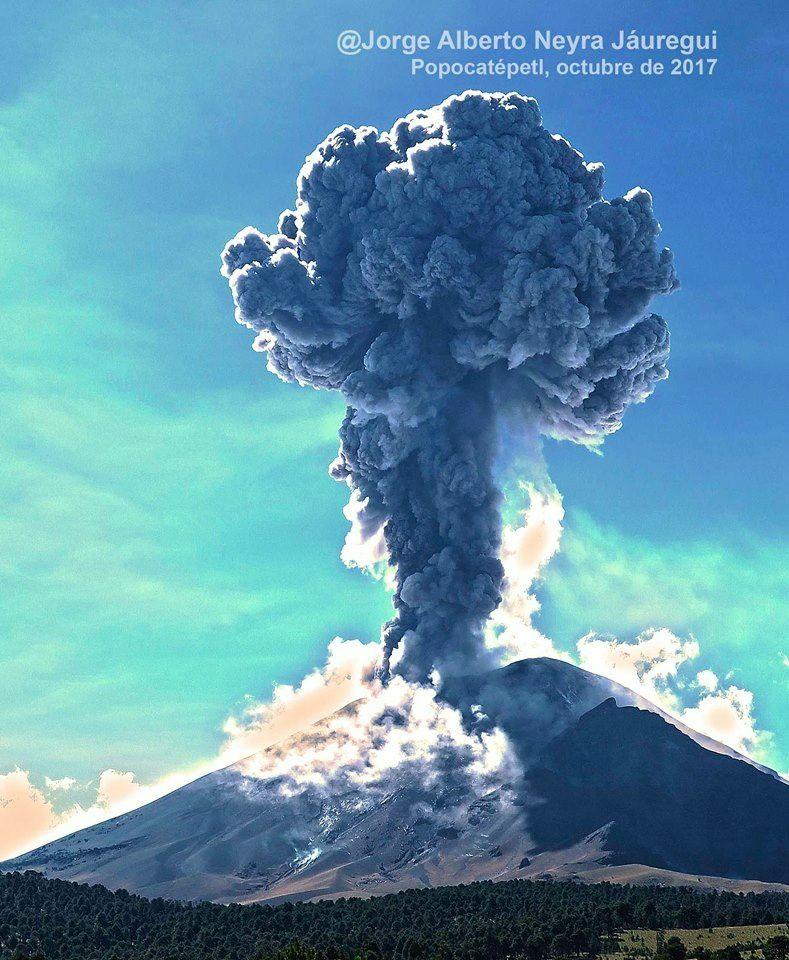 Popocatépetl - 04.11.2017 / 14h30  - photo Jorge Alberto Neyra Jaurequi  via Facebook