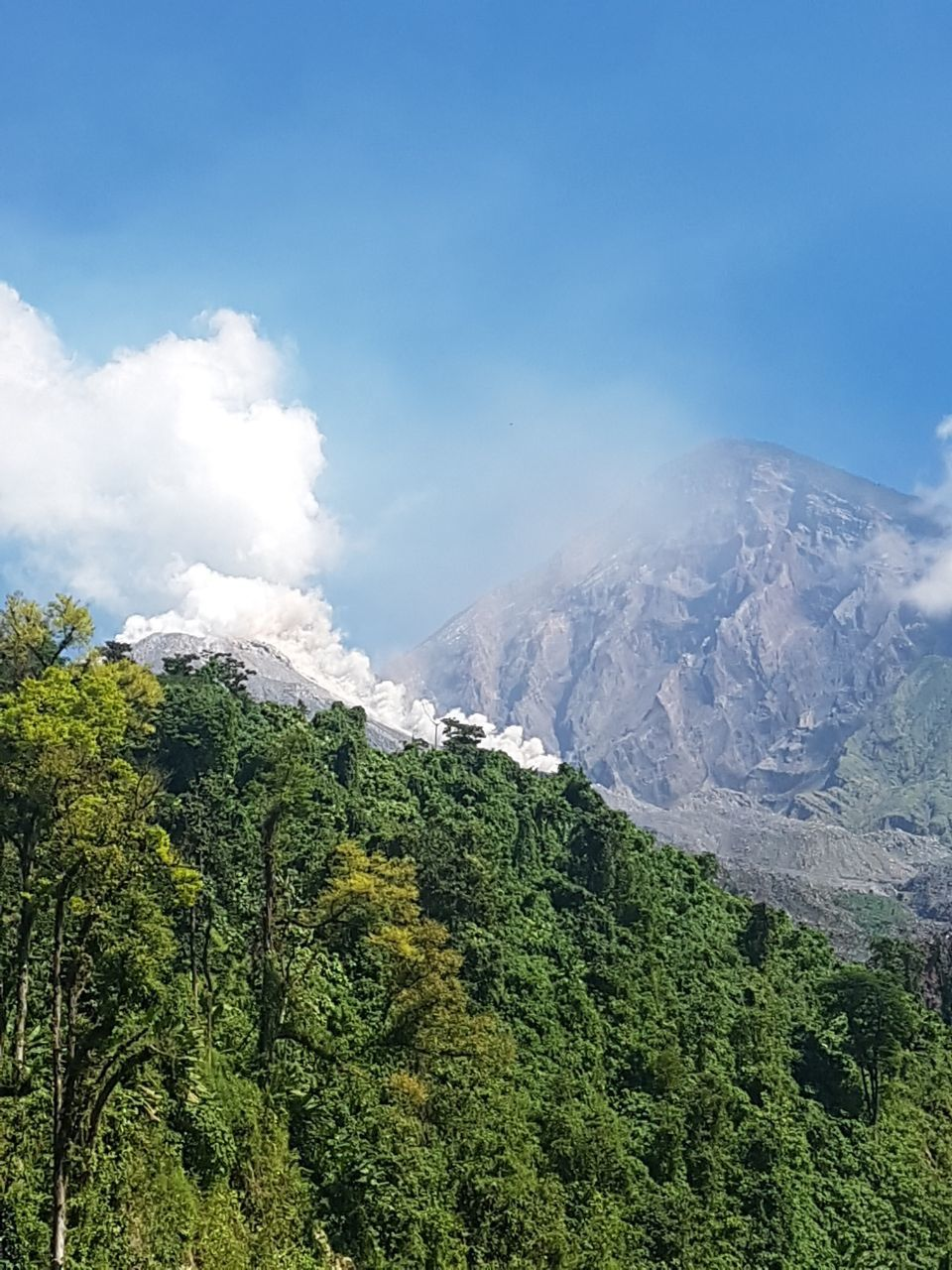 Santiaguito - pyroclastic flow from 06.11.2017 - Insivumeh photo