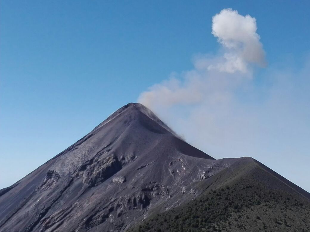 Fuego - A clearing in the ash plume in the day of 06.11 will allow the drones to come closer and to sample gas and ashes - Doc. Conred
