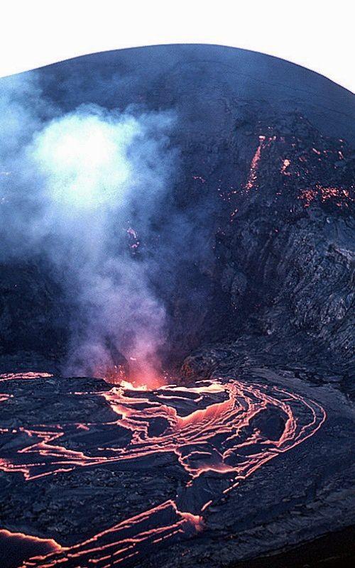 Kilauea Iki / éruption de 1959 - la lave reflue dans l'évent après la fin du dernier épisode de fountaining - photo USGS / HVO