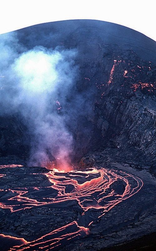 Kilauea Iki / 1959 eruption - lava flows back into the vent after the end of the last fountaining episode - USGS / HVO photo