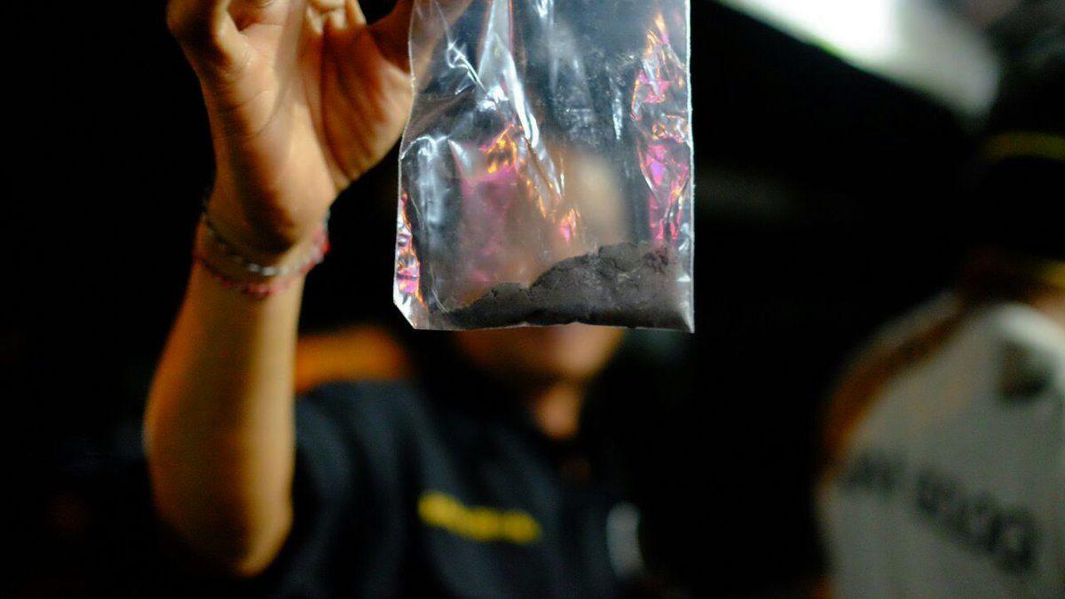 Agung - 25.11.2017 / 24h - échantillonnage des cendres par les équipes du PVMBG