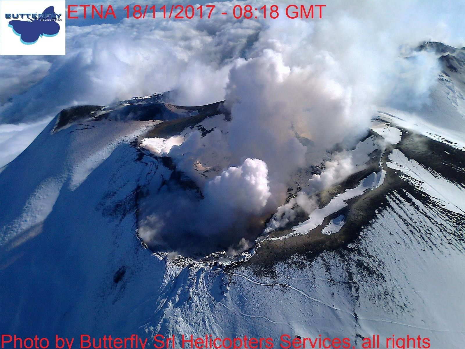 Etna - dégazage sommital le 18.11.2017 / 8h18 GMT  - photo © Joseph Nasi / Butterfly Helicopters
