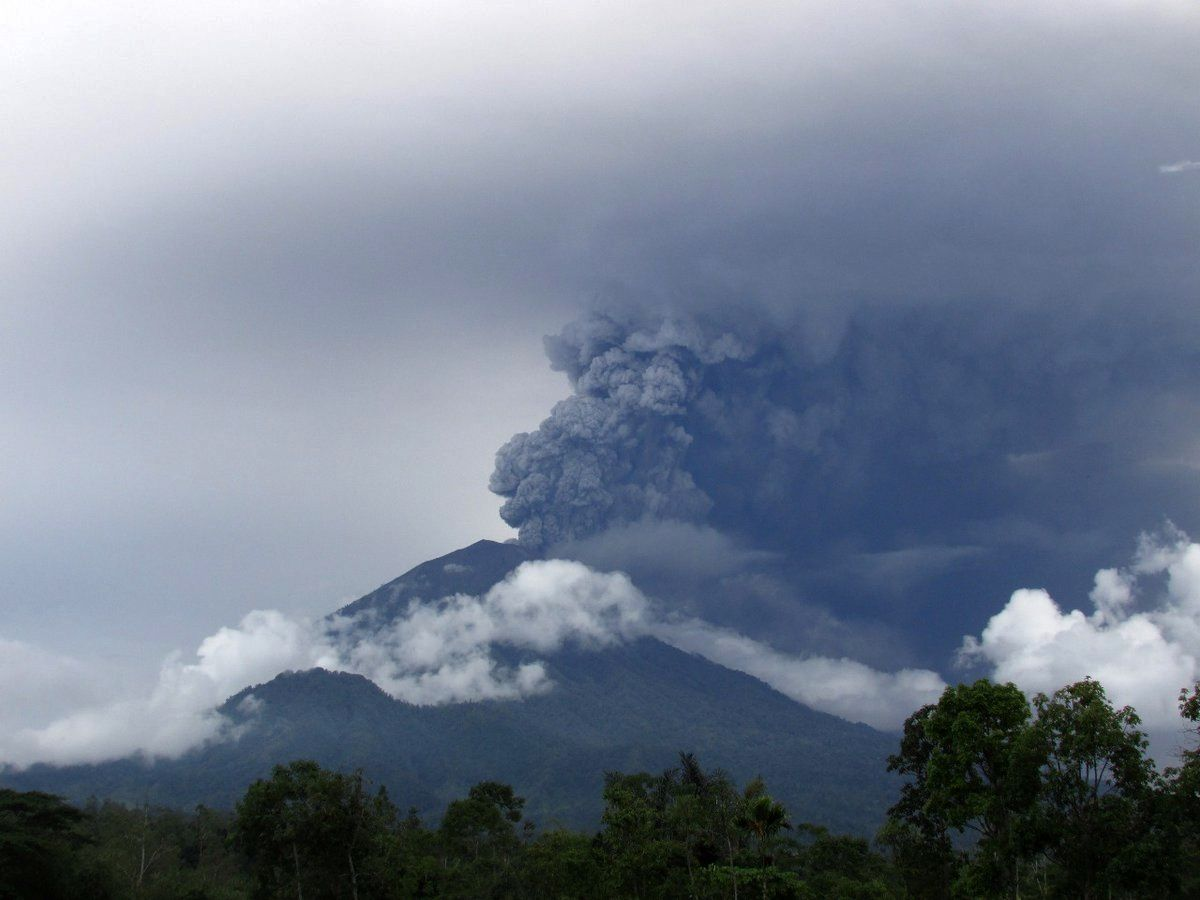 Agung - 26.11.2017 / 2:40 pm loc. - photo BNPB