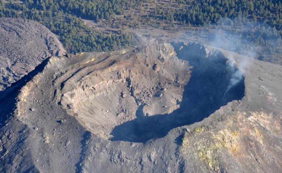 Colima - summit crater and its fumaroles 21.11.207 - photo UdeCOL