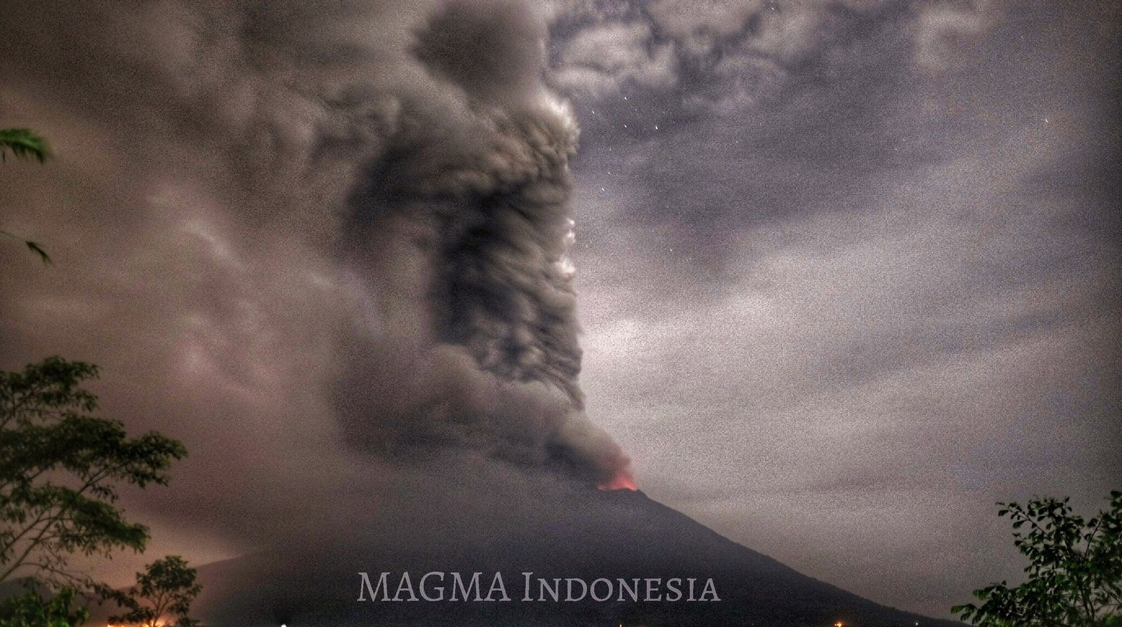 Agung - 27.11.2017 / 20:35 WITA - photo Magma Indonesia