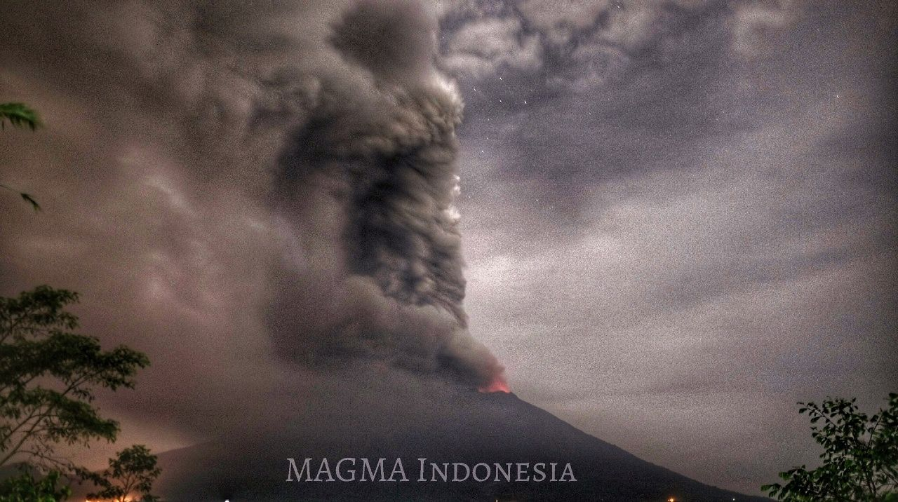 Agung - 27.11.2017 / 20h35 WITA - photo Magma Indonesia