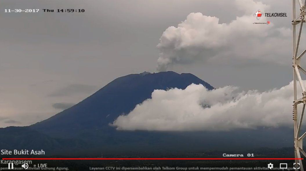 Agung - steam plume this 30.11.2017 / 14:59 WITA - webcam Telkomsel