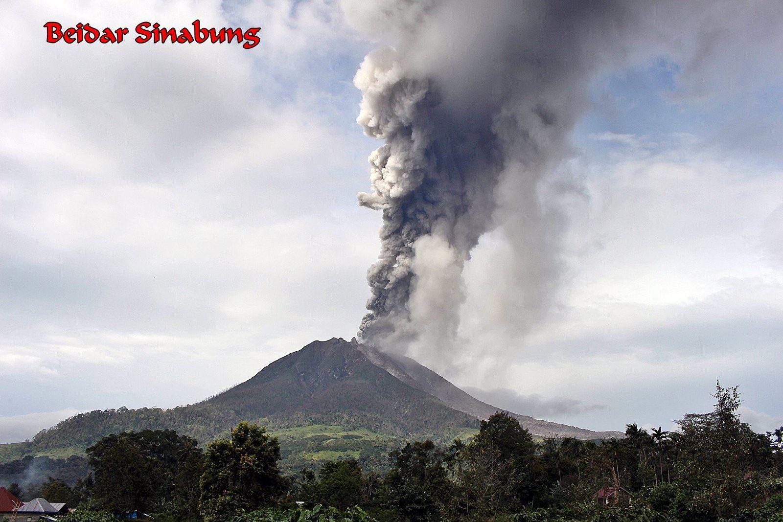 Sinabung - panache du 08.12.2017 / 14h58 WIB - photo Firdaus Surbakti / Beidar Sinabung