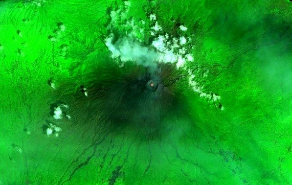 Agung - incandescense in the crater on this image Sentinel 2 SWIR from 09.12.2017