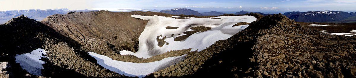 Skjaldbreidur crater - photo Dave McGarvie