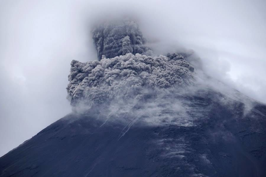 Reventador - pyroclastic flow during thz day - photo Martin Rietze early December