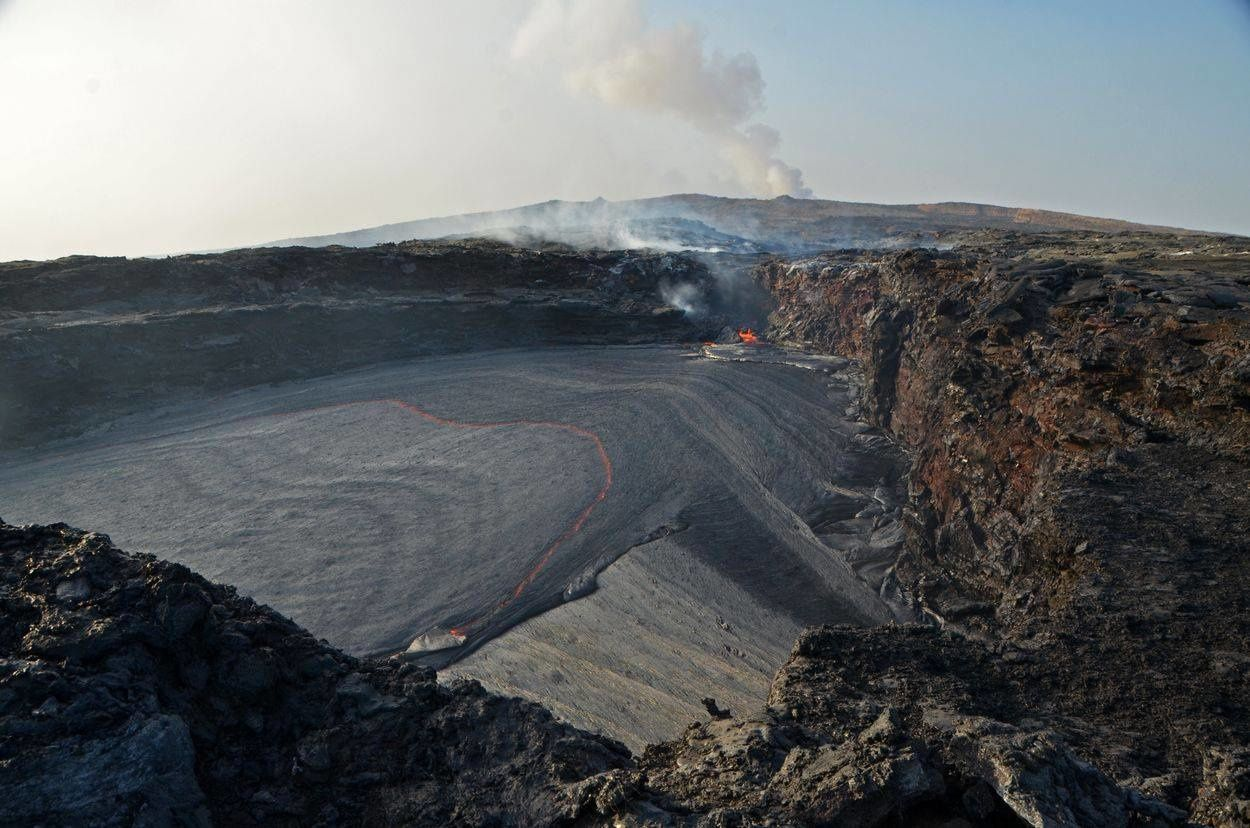Erta Ale - rootless lava lake crossed by the stream - photo Sylvain Chermette December 2017