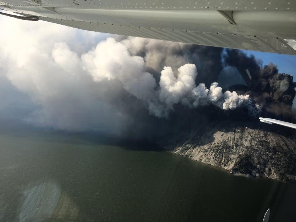 Kadovar eruption - overview of 06.01.2018 by Samaritan aviation / via Shérine France / Facebook