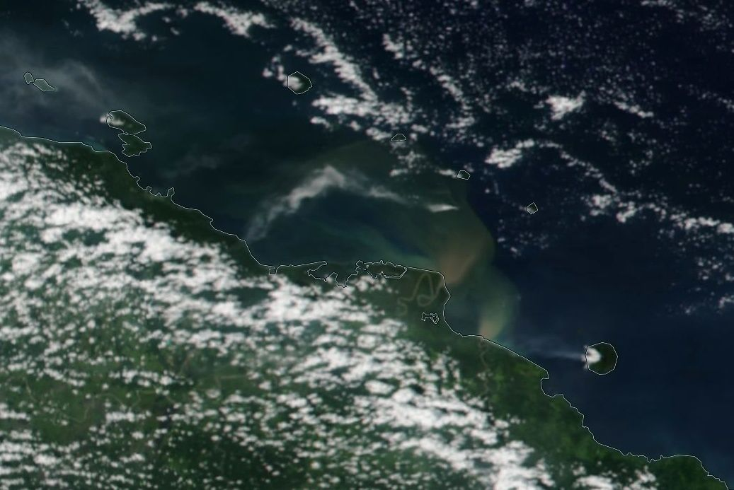 Kadovar - ash plume (crescent in the center of the image) / Nasa Worlview Eosdis and Volcanic ash advisory / VAAC Darwin - 06.12.2017