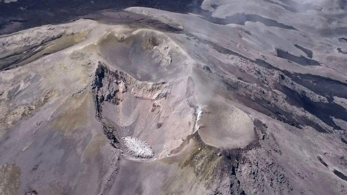 Nevados de Chillan - un dôme s'est établi dans un des cratères - photo survol di 09.01.2018 / Sernageomin