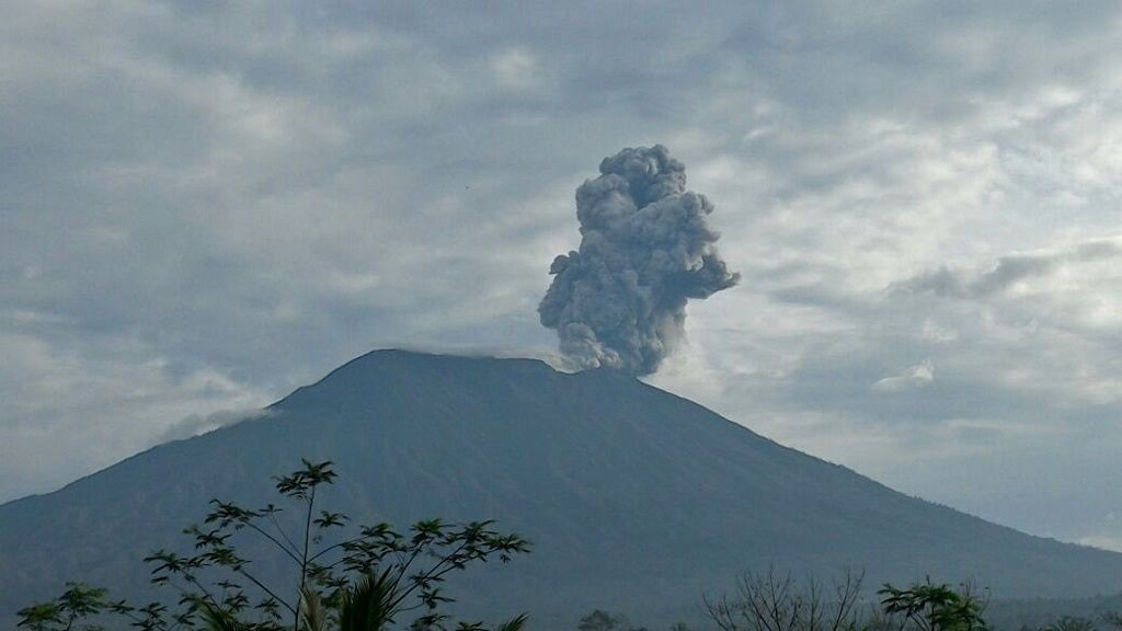 Agung - 15.01.2018 / 7h23 locale - photo Magma Indonesia