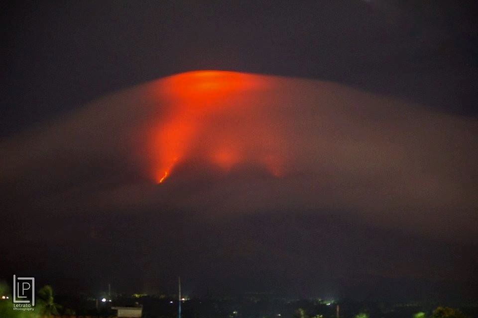 Mayon level 3 : incandescence and lava flows - photo 14.01.2018 Joshua Eric Velasco Dandal