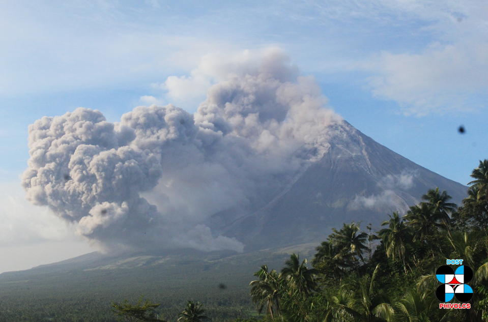 Mayon - Collapse pyroclastic flow at 16:08 on 22.01.2018 in the drainage Miisi - Doc.Phivolcs