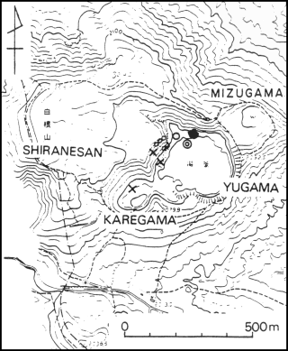 Map of the summit region of Kusatsu-Shirane. Small circles indicate fumaroles; the other marks represent vents active since the 27 October 1982 eruption. An 'x' indicates an emission point of the 26 October 1982 eruption plume - courtesy of JMA / in GVP