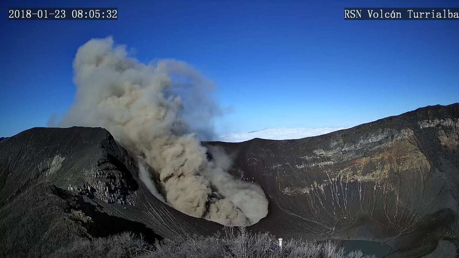 Turrialba - passive emission of ashes on 23.01.2018 / 8:05 - RSN webcam