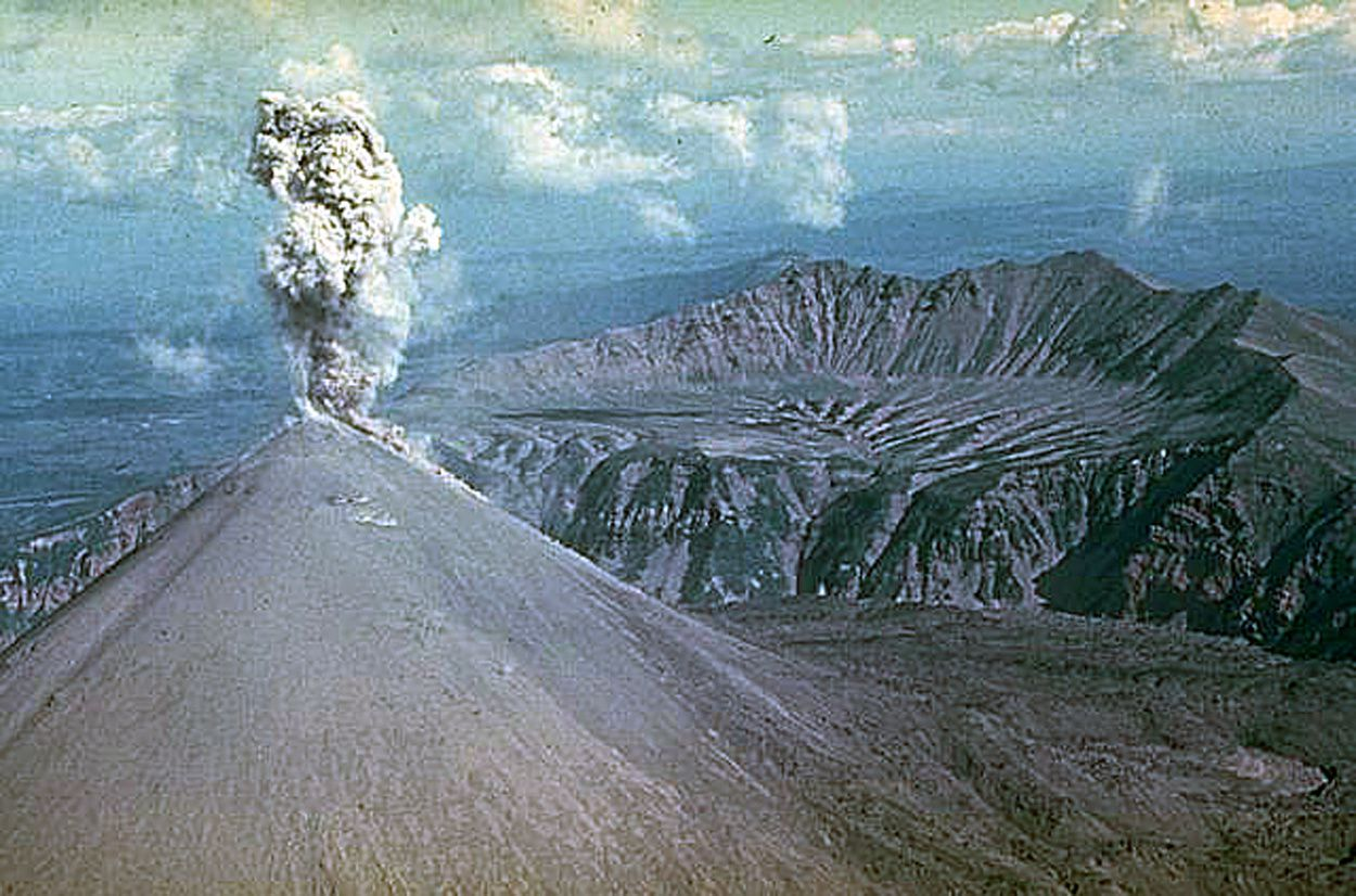 Karymsky - photo archives Institut volcanologique de Petropavlovsk / Y.Doubik