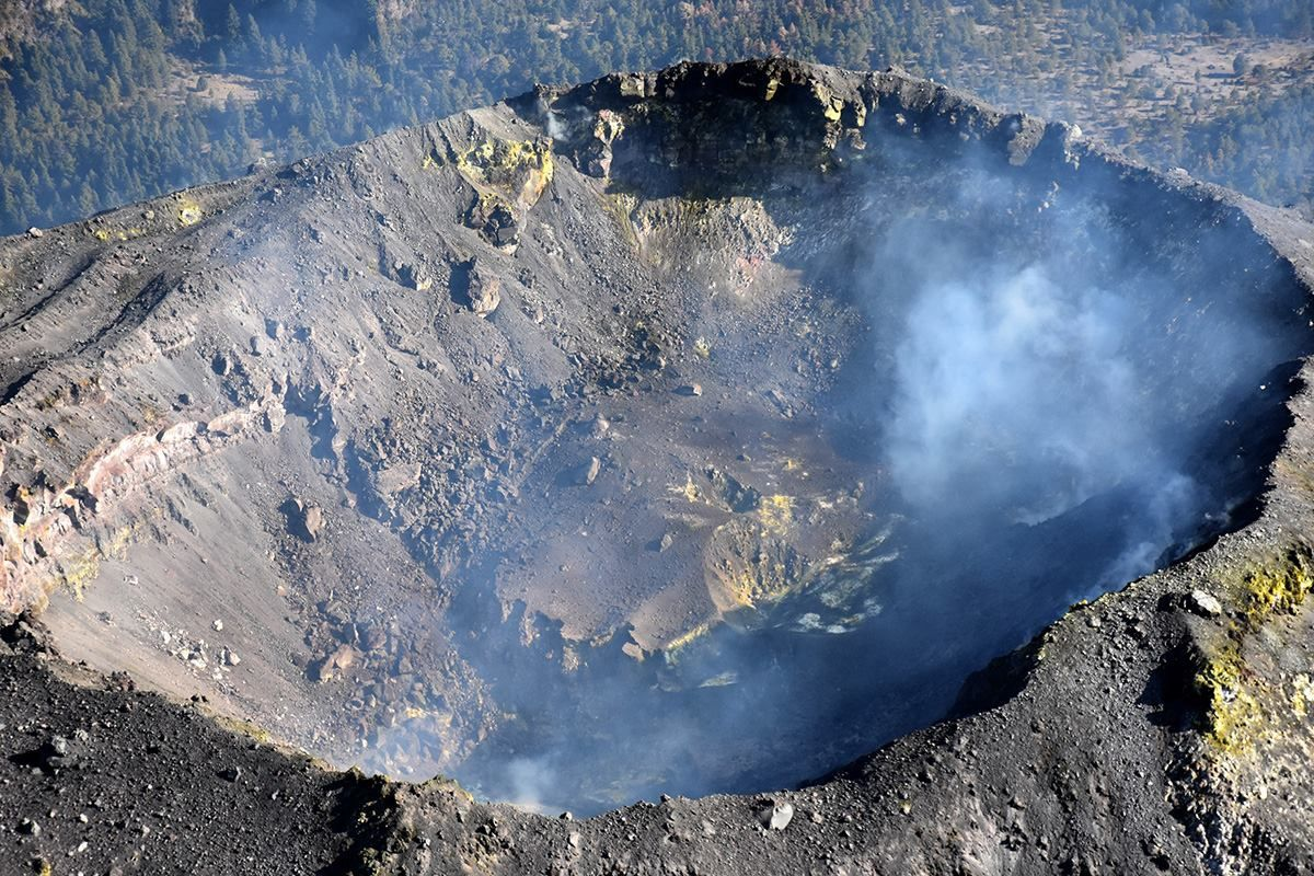 Colima - interior of the crater during the last flight in January 2018, and its morphological changes - Photo Unidad Estatal de Protección Civil y Bomberos Jalisco.
