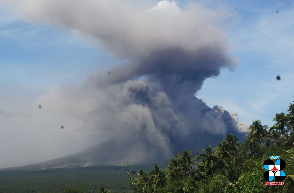 Mayon - pyroclastic flow of 30.01.2018 and ash cloud - photo Phivolcs