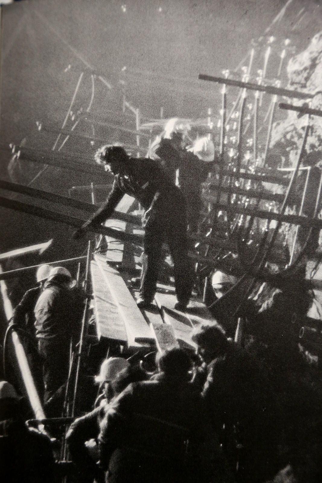 """On the night of May 13 to 14, 1983, the fireworks work under the light of a DCA projector, and put the explosives at the bottom of the 48 jacketed tubes leaving the boreholes and cooled by water pipes - photo Haroun Tazieff / in his book """"On Etna"""""""
