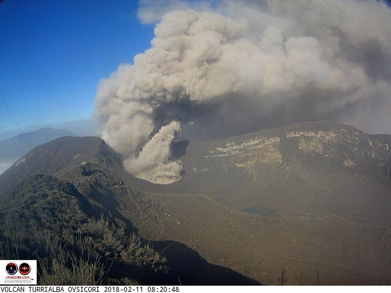 Turrialba - passive ash emissions on 11.02.2018 / 8:20 - Ovsicori webcam