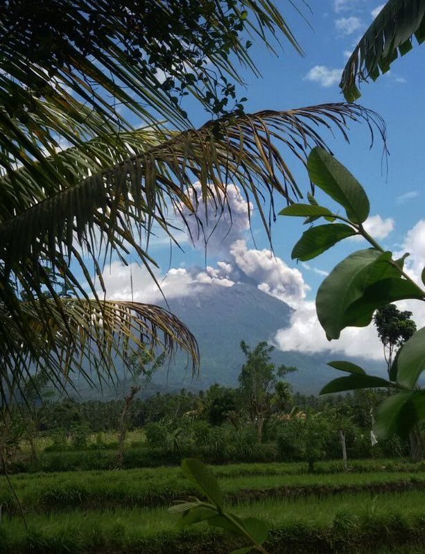 Agung - eruptive plume of 13.02.2018 / 11:49 AM WITA - photoBNPB