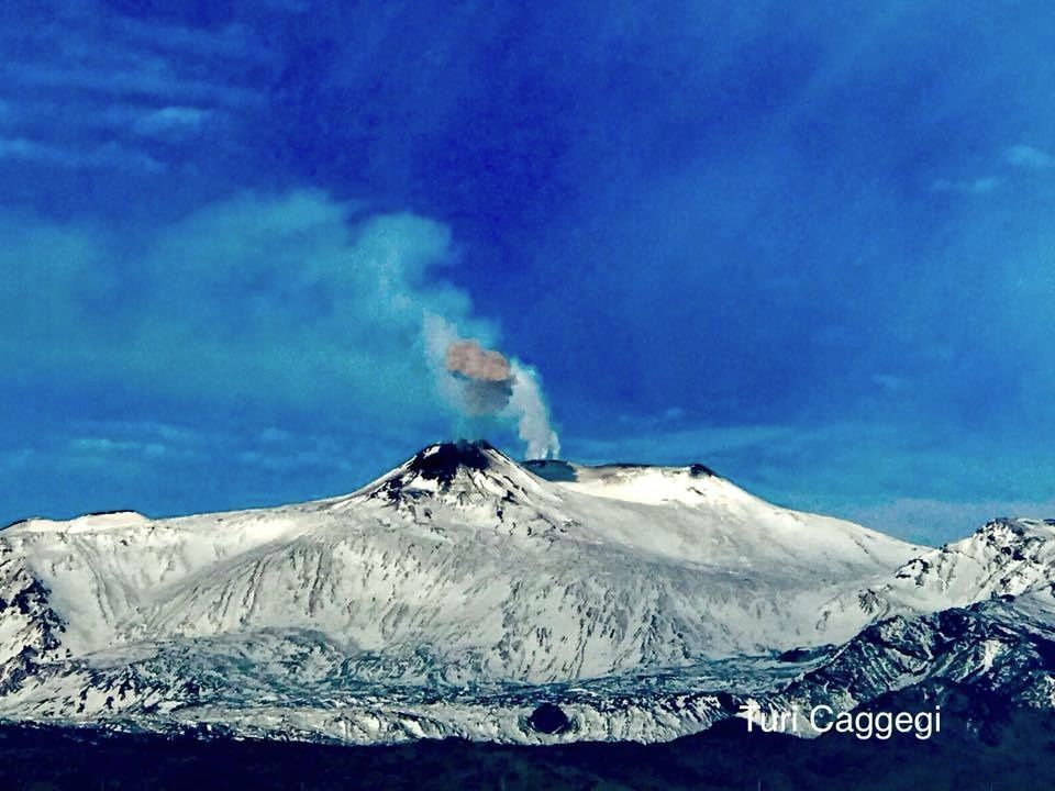 Etna - 17.02.2018 / matinée - émission de cendres - photo  Turi Caggegi