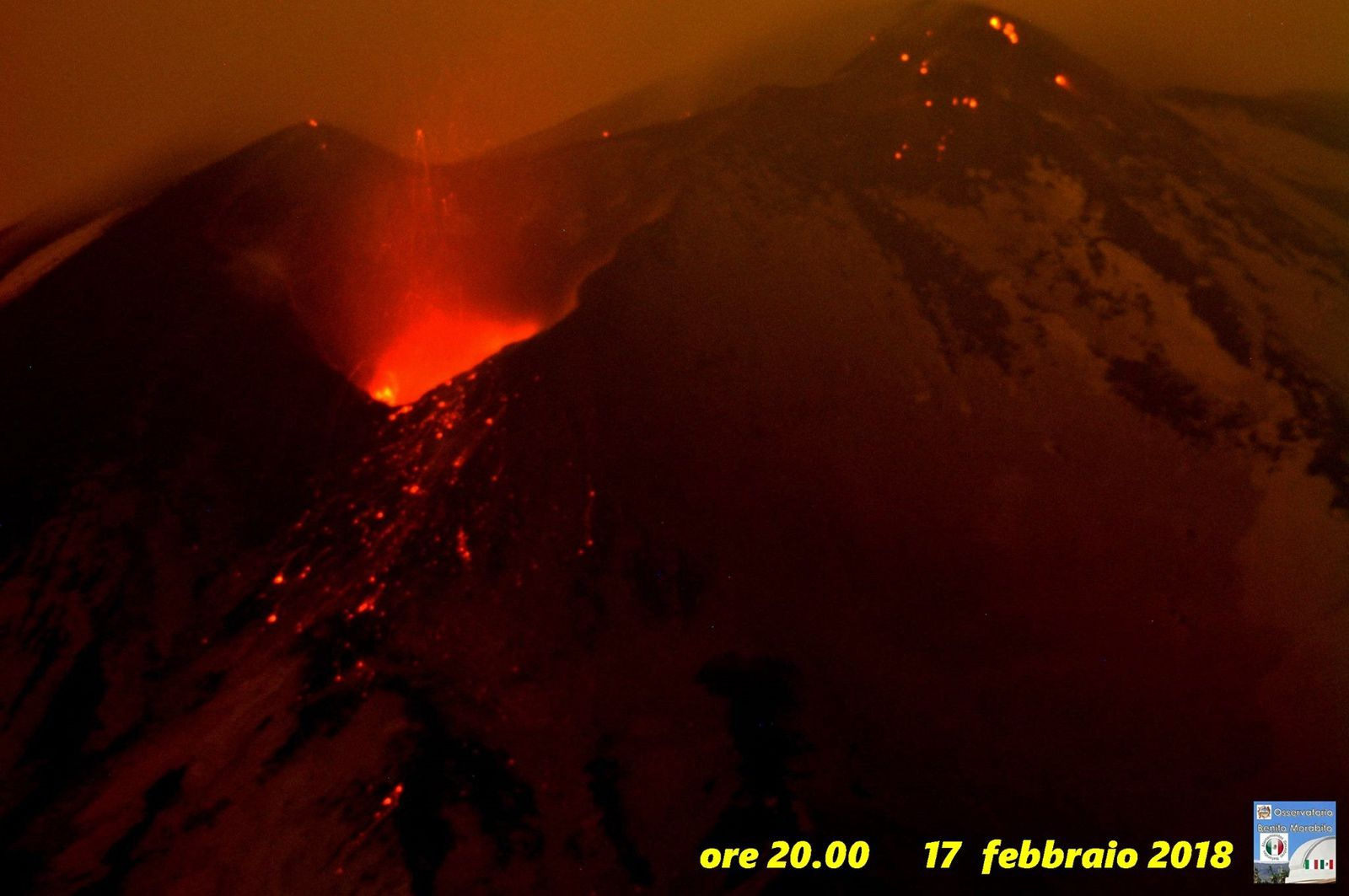 Etna - incandescence et projection de matériaux incandescents  - photo  B.Morabito 17.02.2018 / 20h