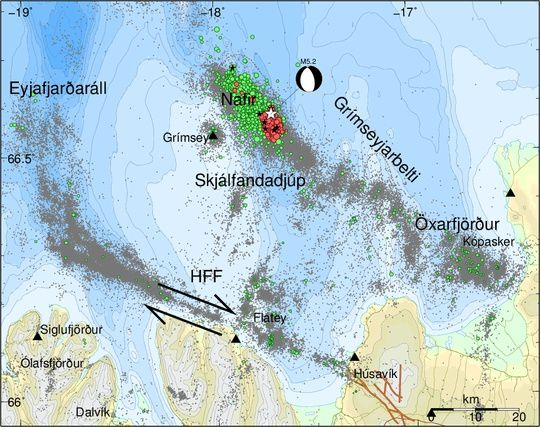 Tjörnes Fracture Zone  - Map to 19.02.2018 / 15h -  Red points show the locations of  manually checked earthquakes since midnight, 19th February; the green ones show the locations of earthquakes since January 2018. Earthquakes with magnitude larger than 4 are shown as black stars and the white star indicates the location of the M5.2 earthquake. The beachball (black/white ball) shows its focal mechanism, normal faulting. Grey dots show seismicity over the period 1994-2017. The brown lines show the  Húsavík fault on-land and the black arrows the direction of plate motion along the Húsavík-Flatey fault (HFF). Black triangles denote IMO's seismic stations.