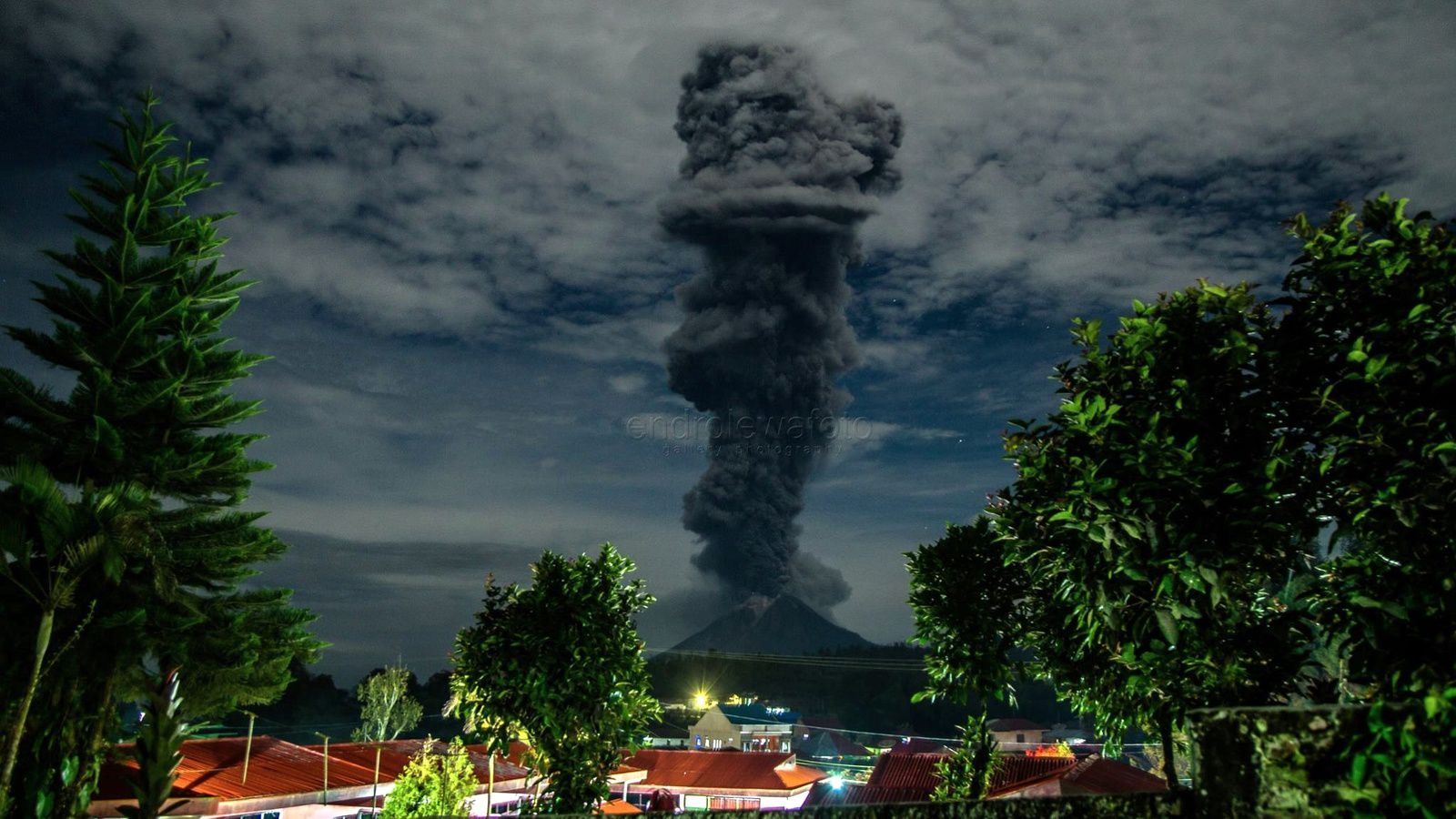 Sinabung - eruption of the 25.02.2018 / 20h38 loc. - photo Endro Lewa
