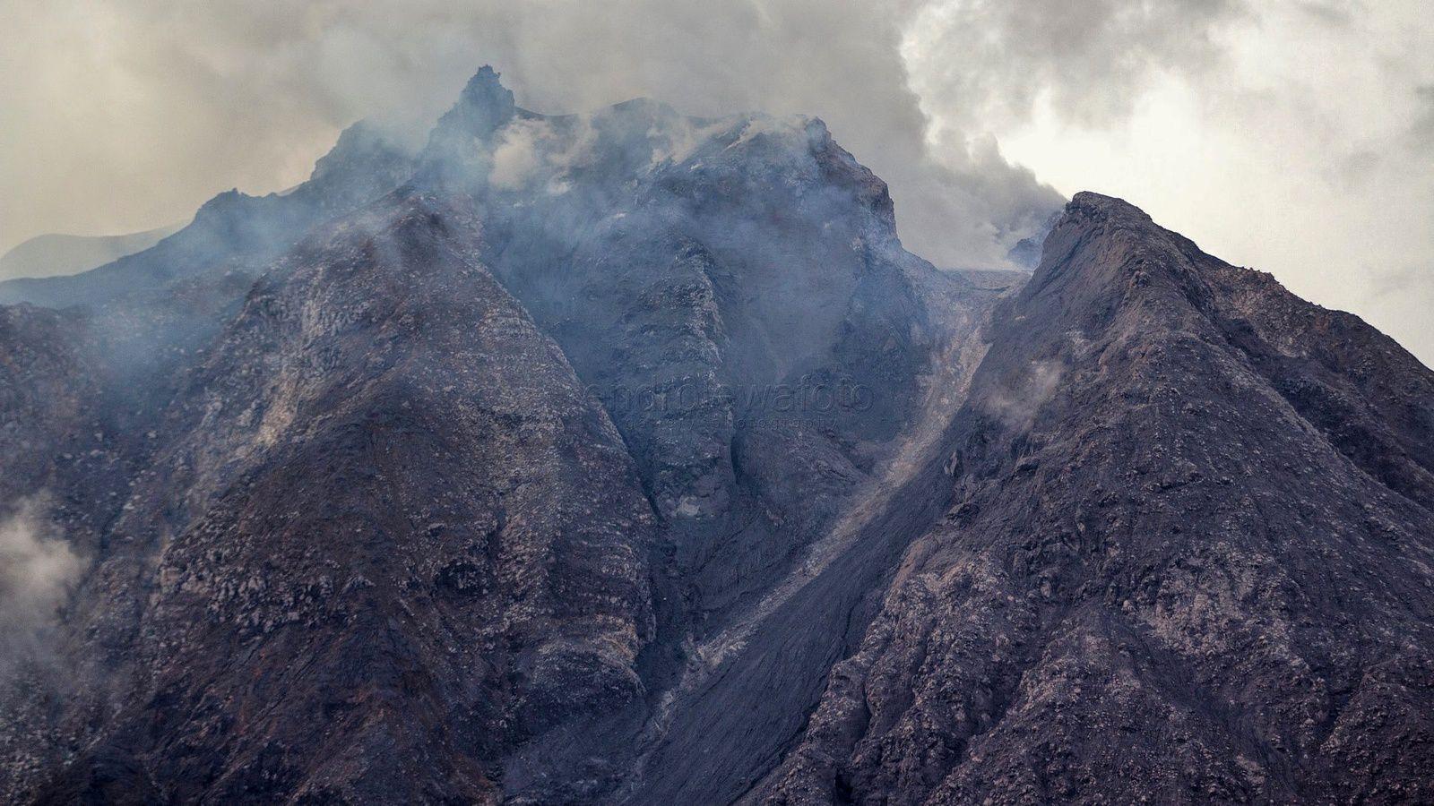 Sinabung - 25.02.2018 / 9h31 et 16h53 loc.  - photos Endro Lewa