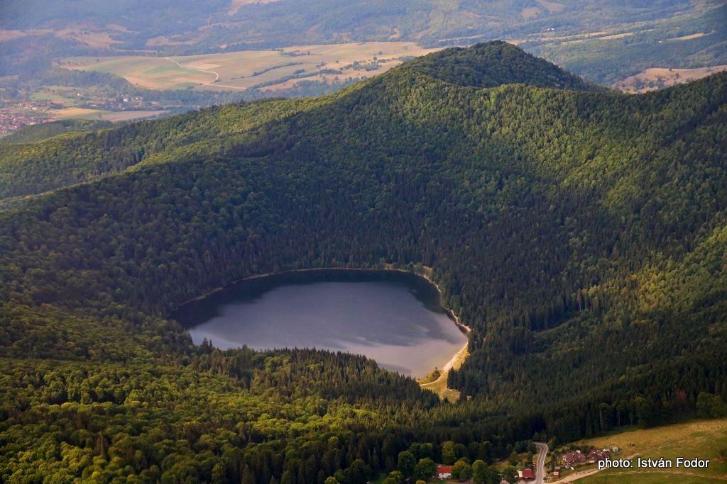 Ciomadul - crater crater Szent Ana - photo Istvan Fodor / via Szabolcs Harangi