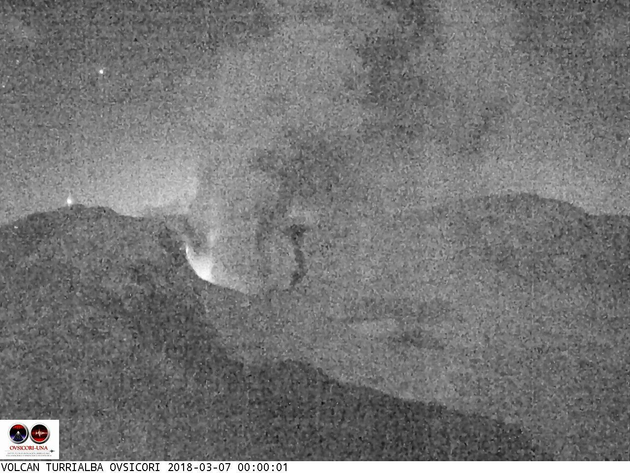Turrialba - 07.03.2018 / respectively at 0h00, 0h44 and 1h00 - webcam Ovsicori