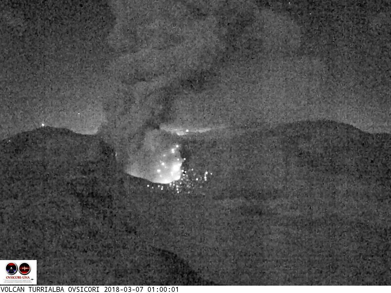 Turrialba - 07.03.2018 / respectivement à 0h00, 0h44 et 1h00 - webcam Ovsicori