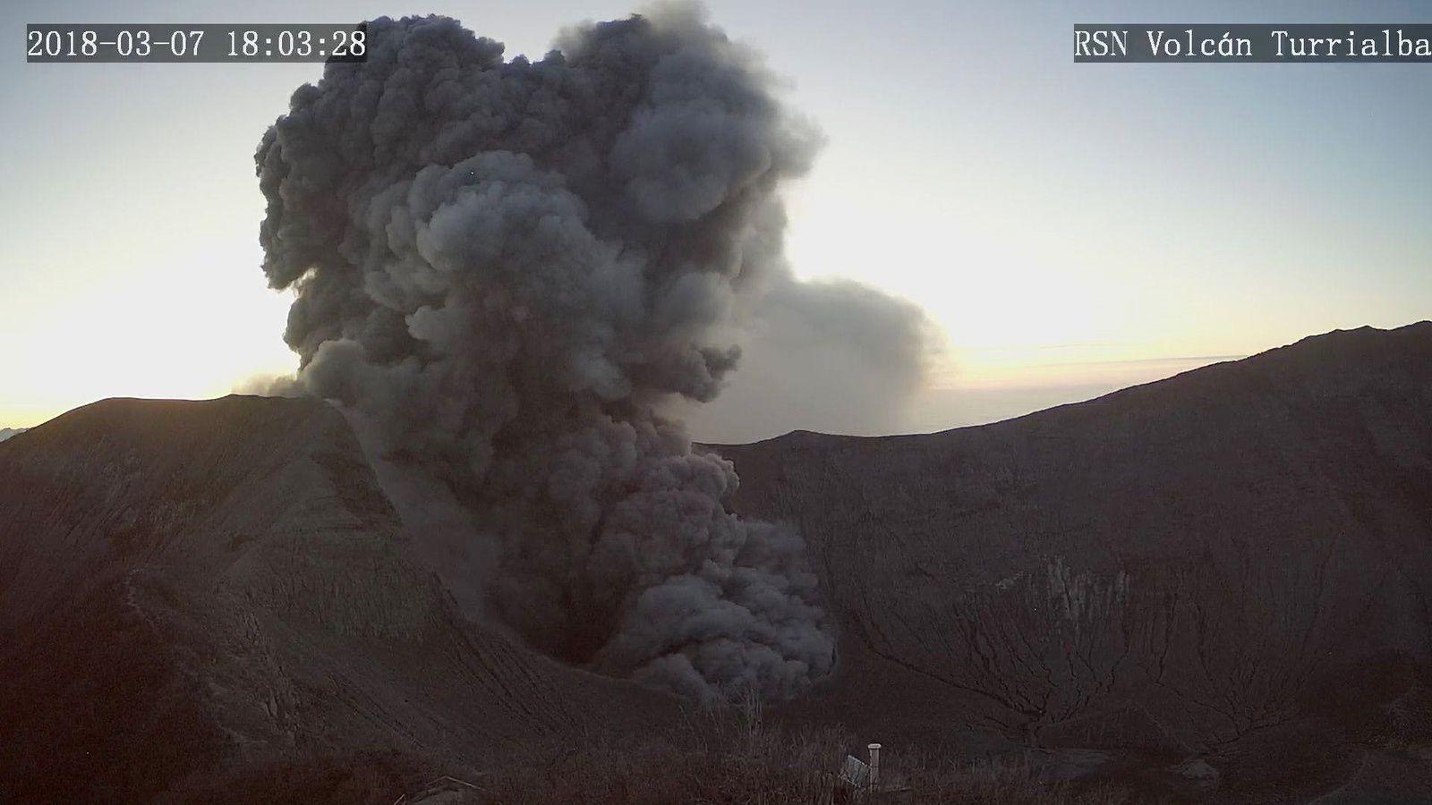 Turrialba - 07.03.2018 / 18h03 - forte émission de cendres - webcam RSN