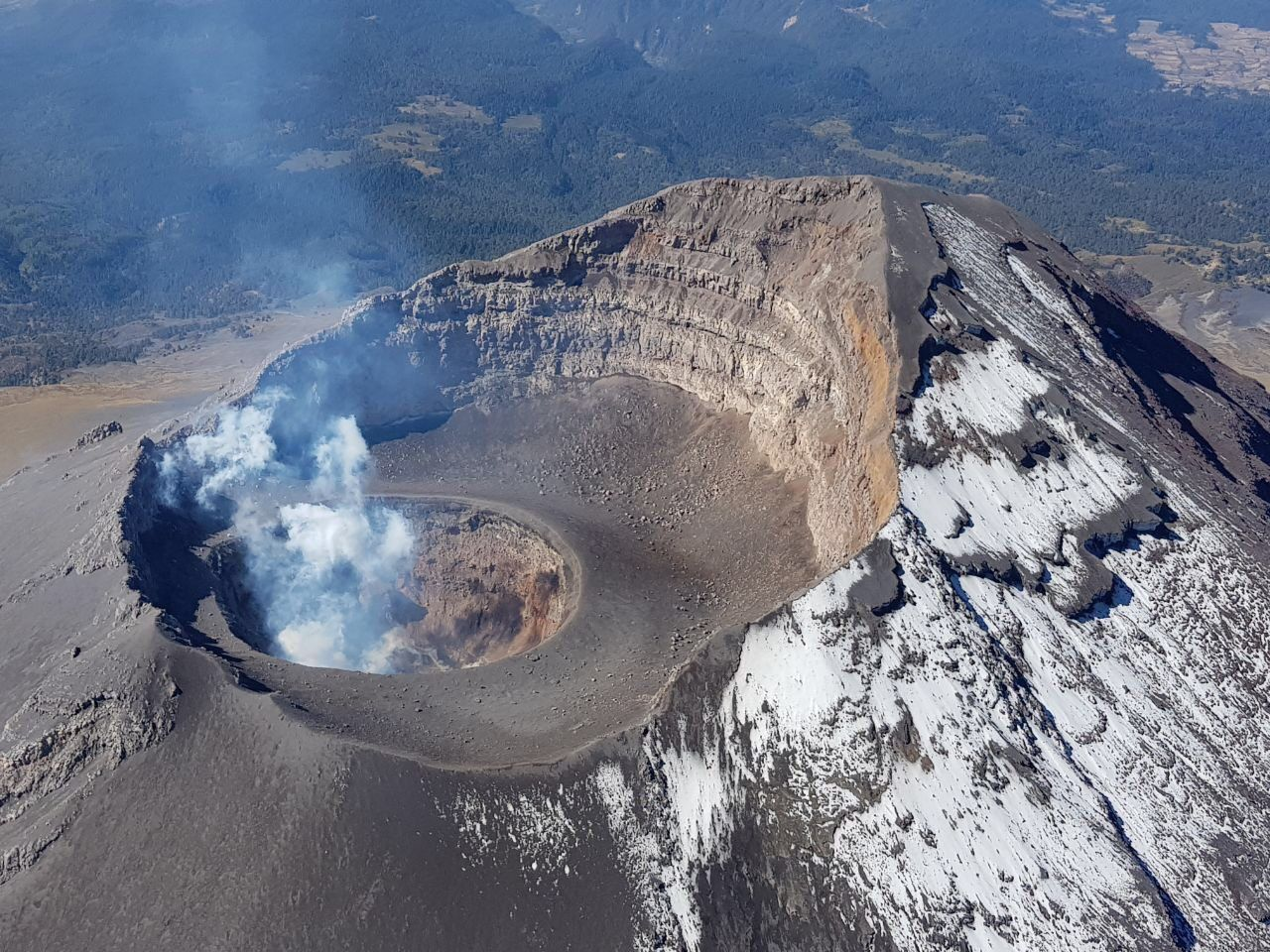 Popocatépetl - the craters and the degassing dome #78 - photo Cenapred / Pol.Federal