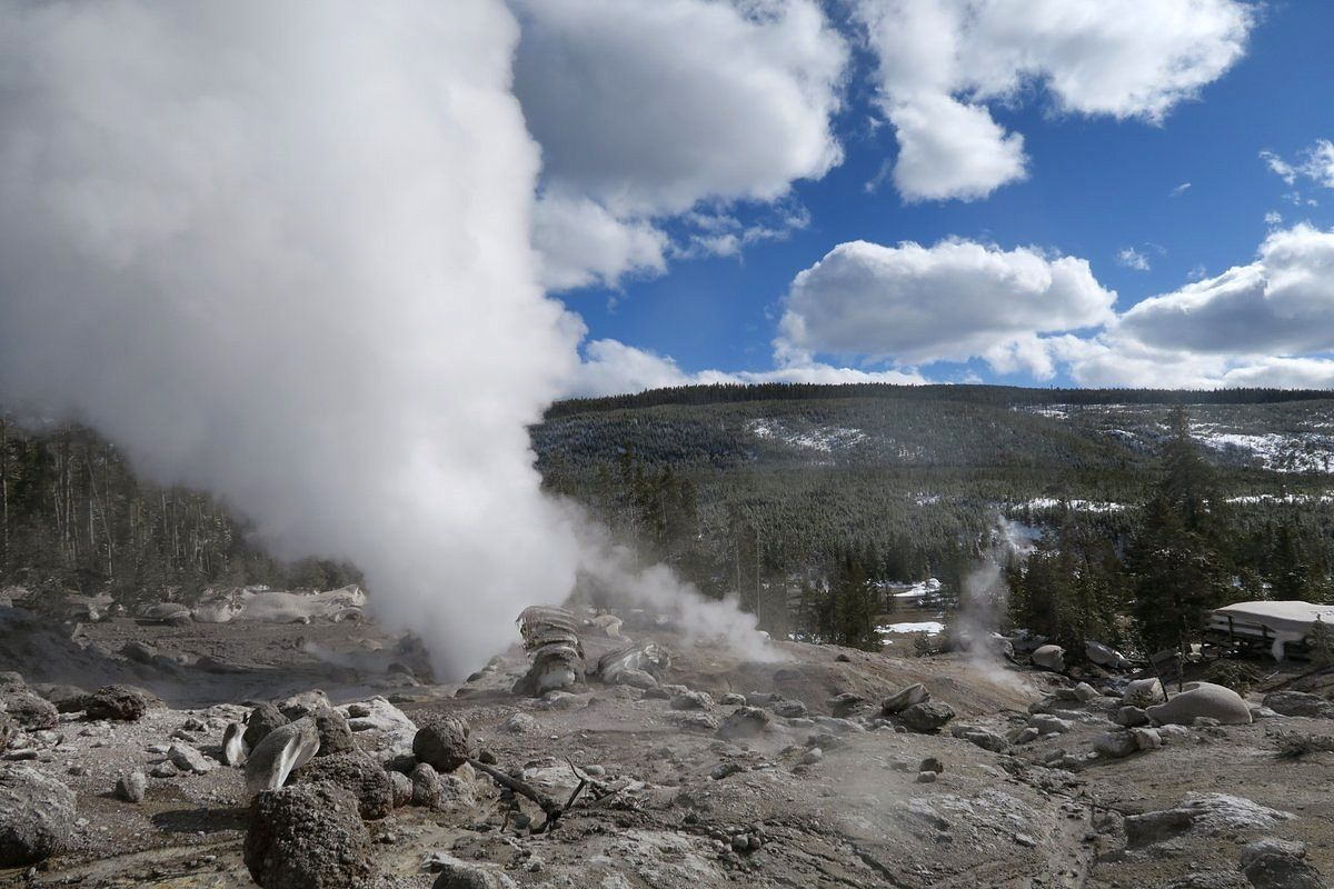 Steamboat geyser - steam emission and surrounding area covered with rocks - photo 16.05.2018 / USGS- YVO