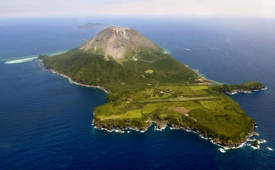 Satsuma-Iojima - Iwodake Dome is the highest point on the island; the smaller and lush green Inamuradake cone is located on the right of the photo - Doc. Kyodo news