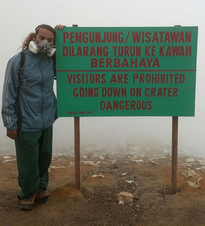 For once, a clear and understandable sign by all - photo Hendra Guide Ijen Vulcano