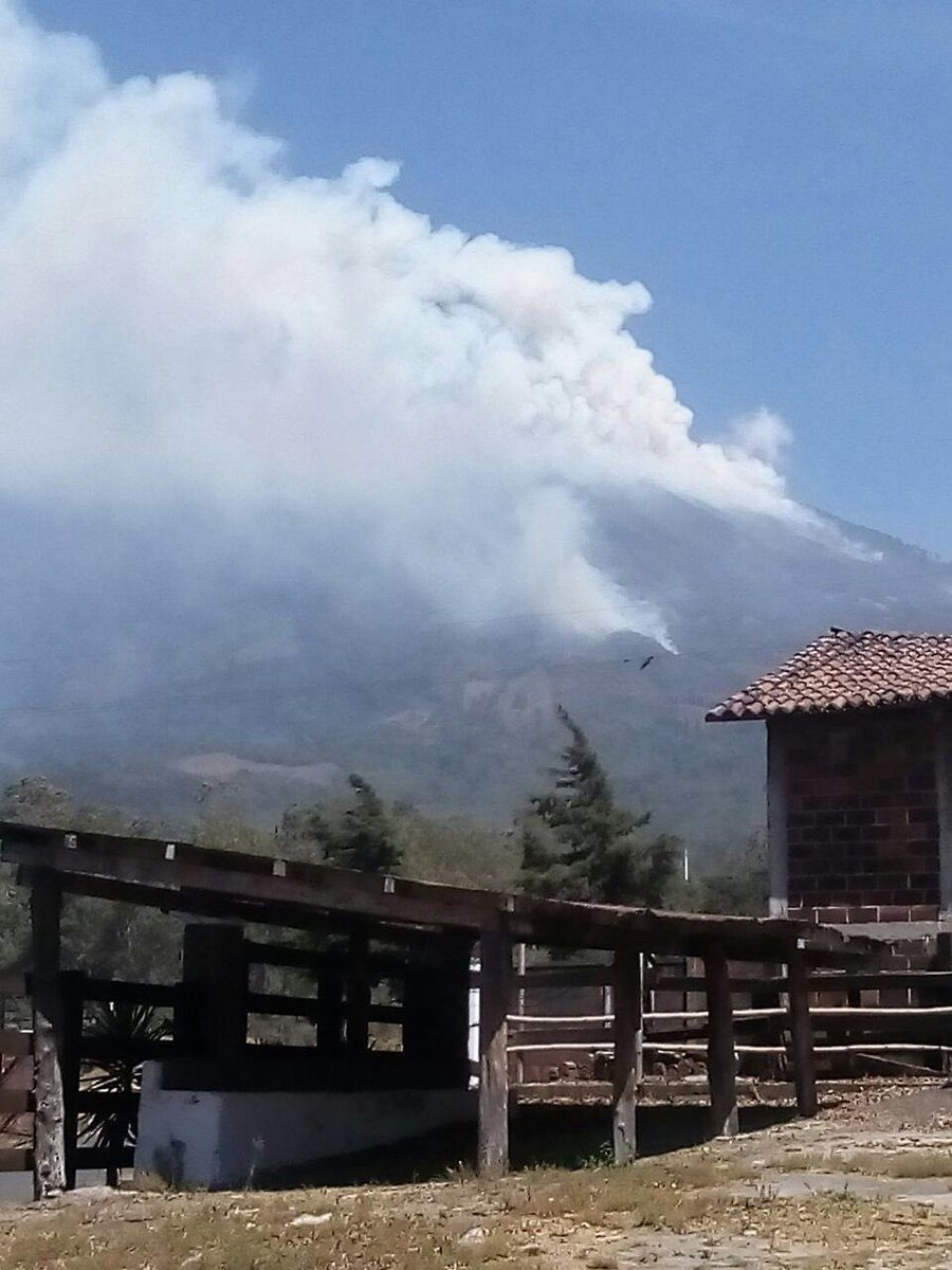 Forest fires on the slopes of the volcano Agua - 23.03.2018 - photo Carlos Marroquin