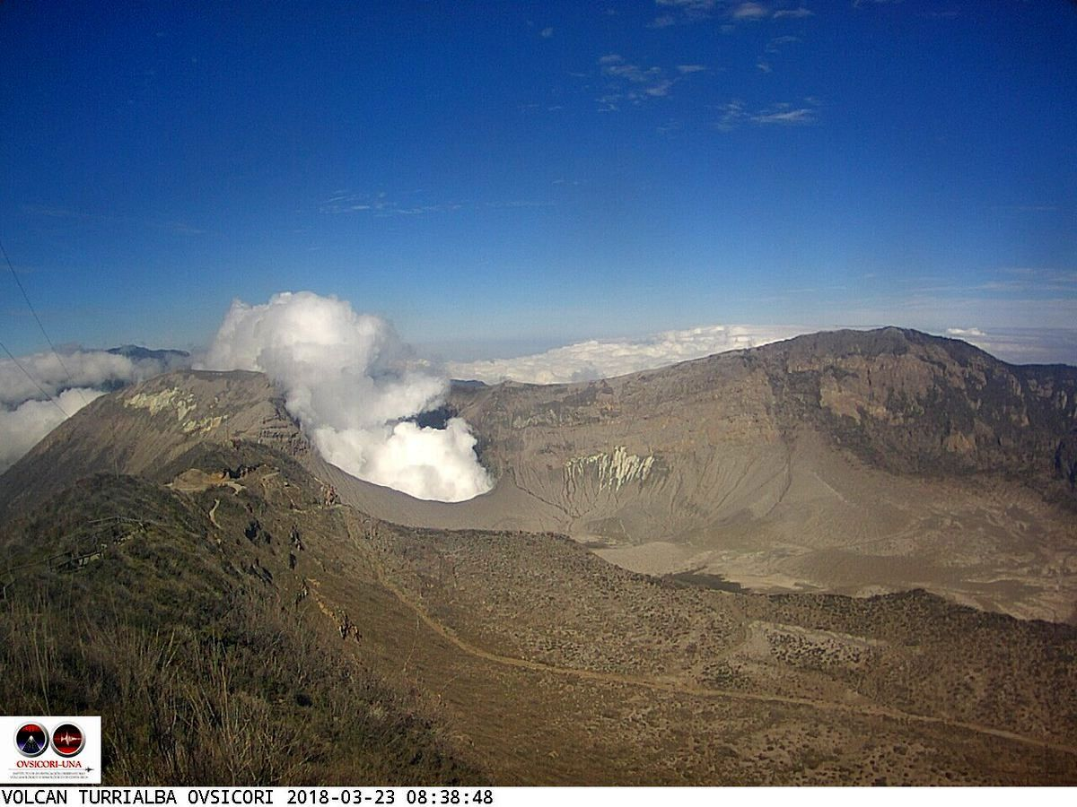 Turrialba - emissions of gas and steam continued during the day - webcam 23.03.2018 / 8:40 / Ovsicori